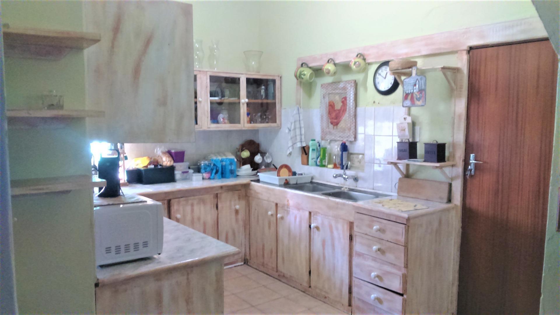 518328_Kitchen.JPG